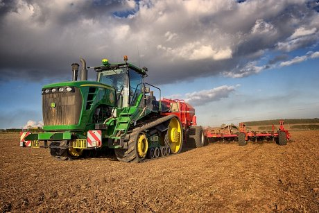 John Deere 9530T and Horsch CO12 drilling wheat